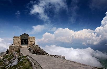 автомобильные маршруты по Черногории из Будвы - Ловчен мавзолей Негоша
