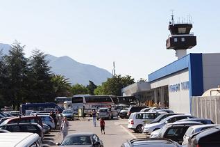 Парковки в Черногории - аэропорт Тиват